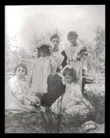 Ada Kirby with children Louise, Rita, Mildred & Violet